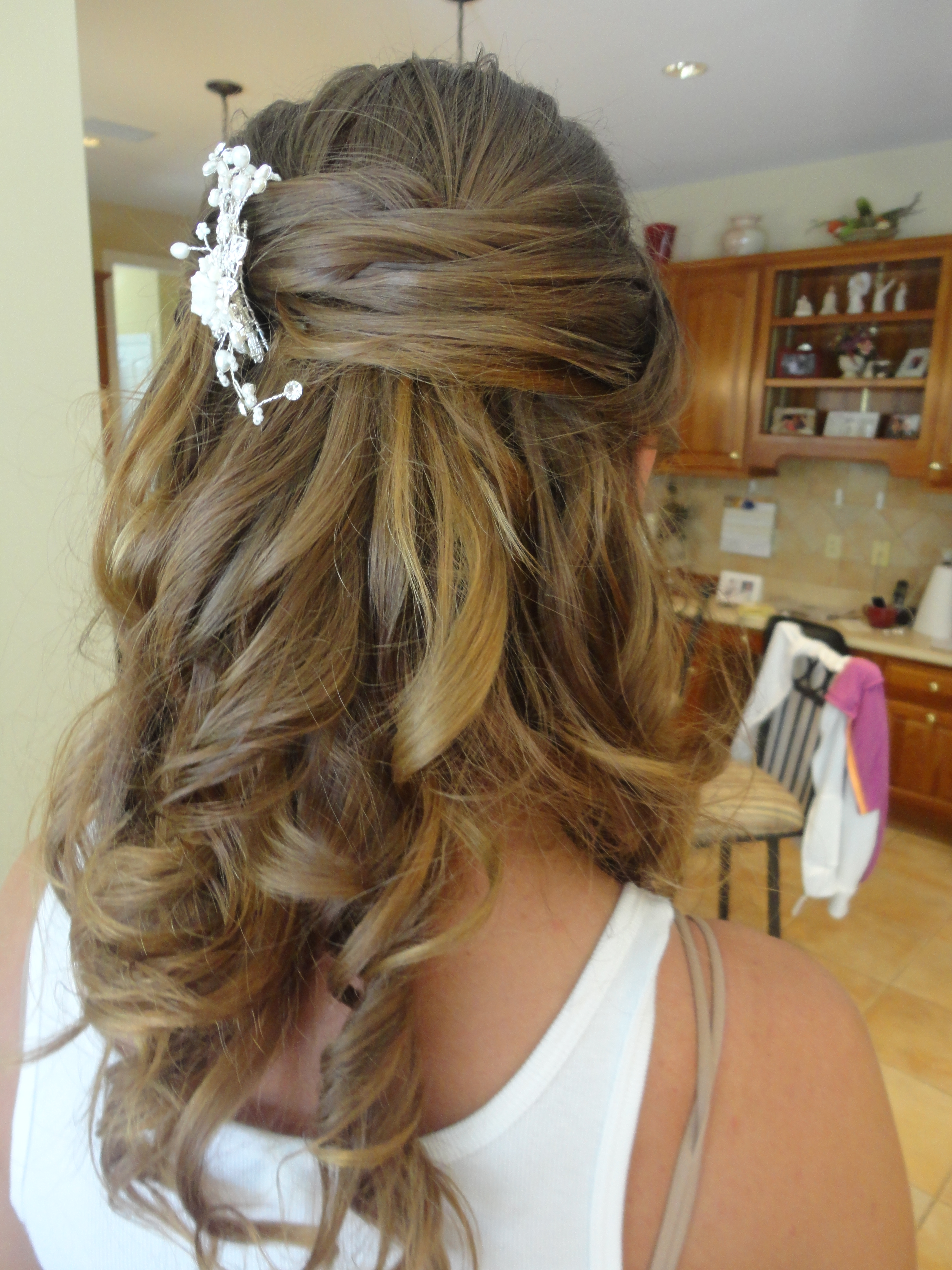 bridal hair accessories for half up half down: awesome half up